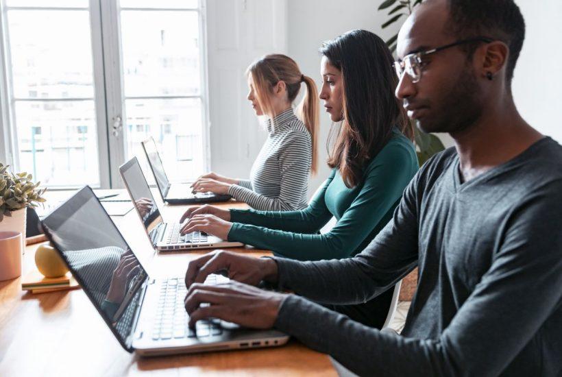 Obsługa i rozwiązania informatyczne dla firm